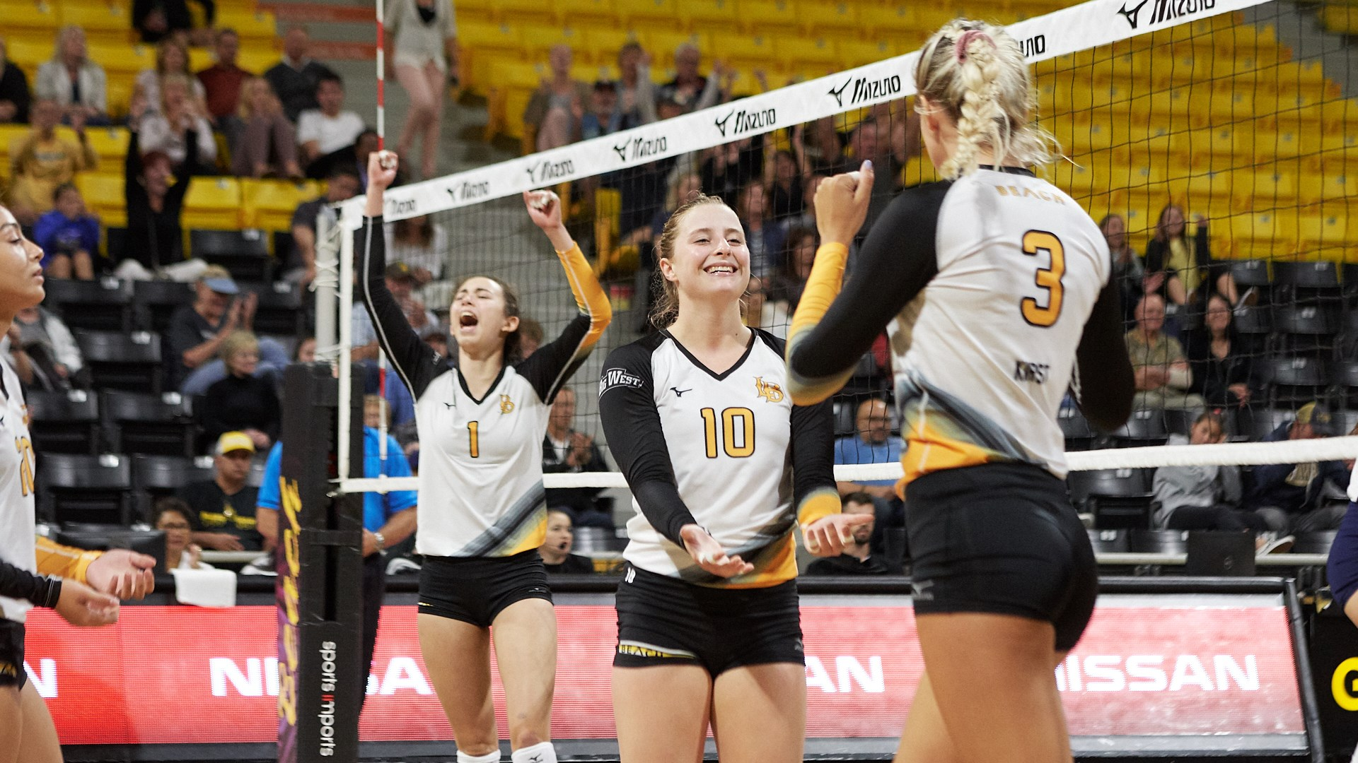 Long Beach State Travels To Hawaii For Friday Contest Long Beach State University Athletics